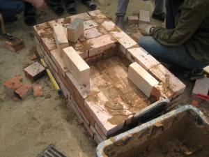 08 Отопительно-варочная печь из кирпича, бывшего в употреблении - сделана за один день