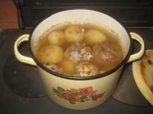 Готовая еда из хлебной камеры - простой супчик из куриных окорочков с картошкой, луком и специями, 041
