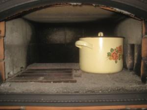Принудительная постепенная просушка печи; через несколько дней после начала просушки уже можно готовить еду в хлебной камере, 040